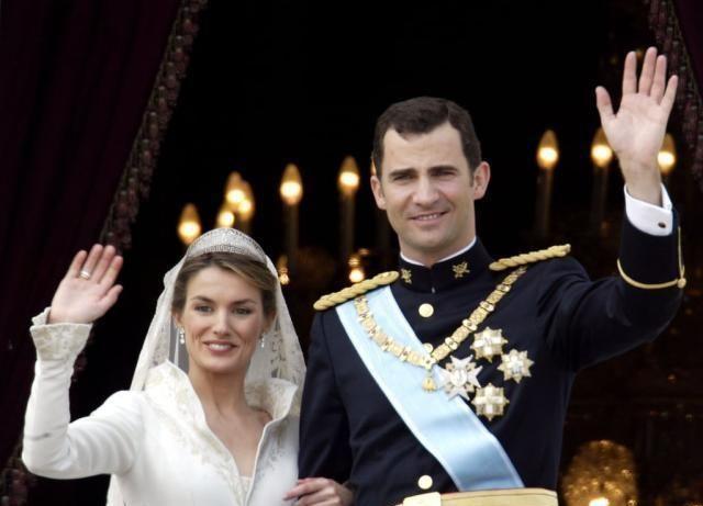 结婚戒指不敢戴,莱昂诺尔公主姐妹俩送父母戒指,贴心小棉袄啊