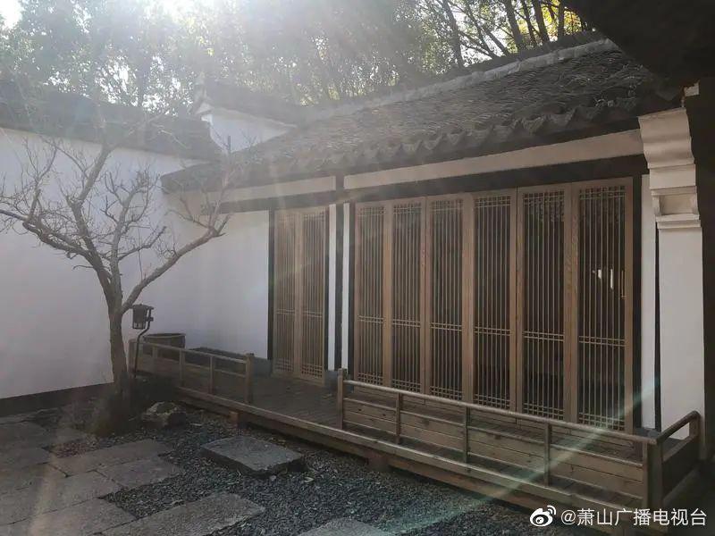在湘湖城山脚下,至今还保留着一座粉墙黛瓦的老宅…………