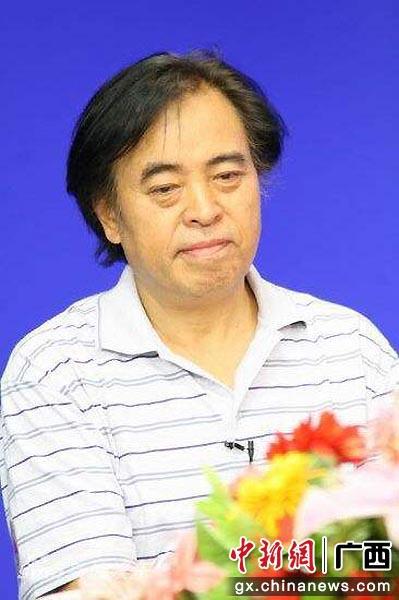 著名导演张绍林到南宁探讨电影《铁血师长》拍摄事宜