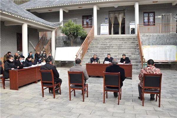 房县:庭审现场进村委,释法说理接地气