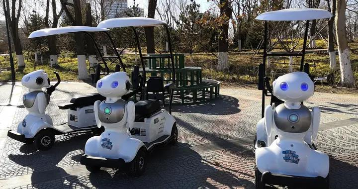 智能伴游机器人亮相莲花池公园 新颖时尚夺眼球