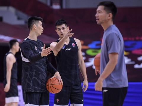 北京首钢迎一好消息,闵鹿蕾帮手出山辅助解立彬,宣布放弃冲冠!