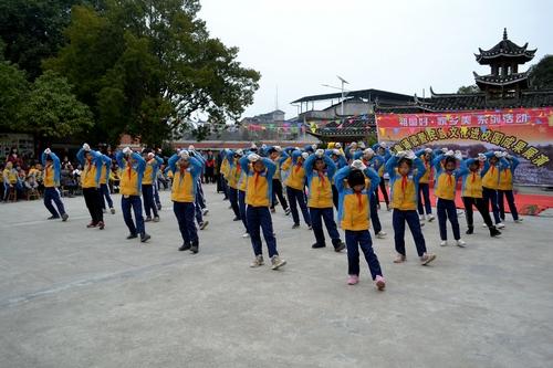 """天柱:石洞镇小学举行""""旭日东升""""武术操比赛"""