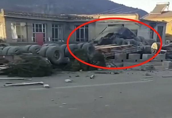 山西发生一起事故,位置在晋中市昔阳县,现场画面惊险让人腿发软