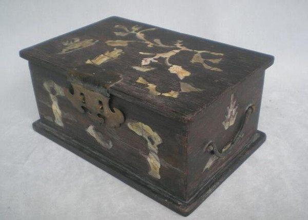 百岁老人遗留下的首饰盒,孙女打开后瞬间惊呆了!