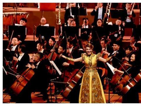 2020最火抖音歌曲,一定有乌兰图雅这首《站在草原望北京》