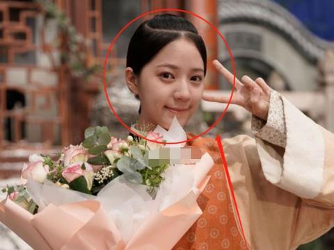 欧阳娣娣出演于正新剧,与蒋勤勤合影,生图照暴露了真实颜值!