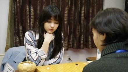 职业棋手黑嘉嘉走红网络,六岁练习棋艺水准超高,智商美貌齐在线