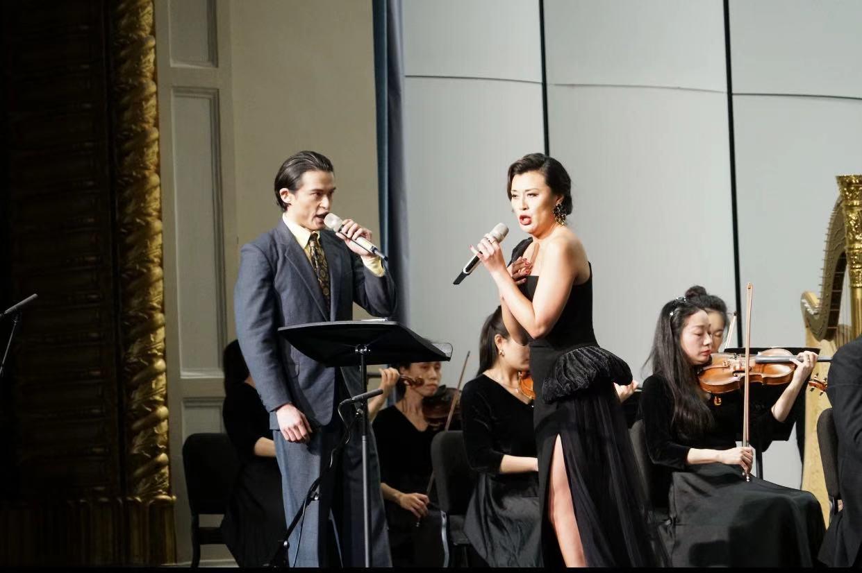 在上海爱乐迎新音乐会,张艺、刘令飞破圈相遇