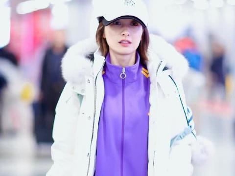吴昕时尚品味开挂,白色羽绒服配紫色运动套装简约大气,减龄时髦