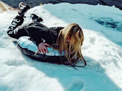 明星居家过圣诞:贝克汉姆儿子颜值引热议,艾薇儿自造滑雪场