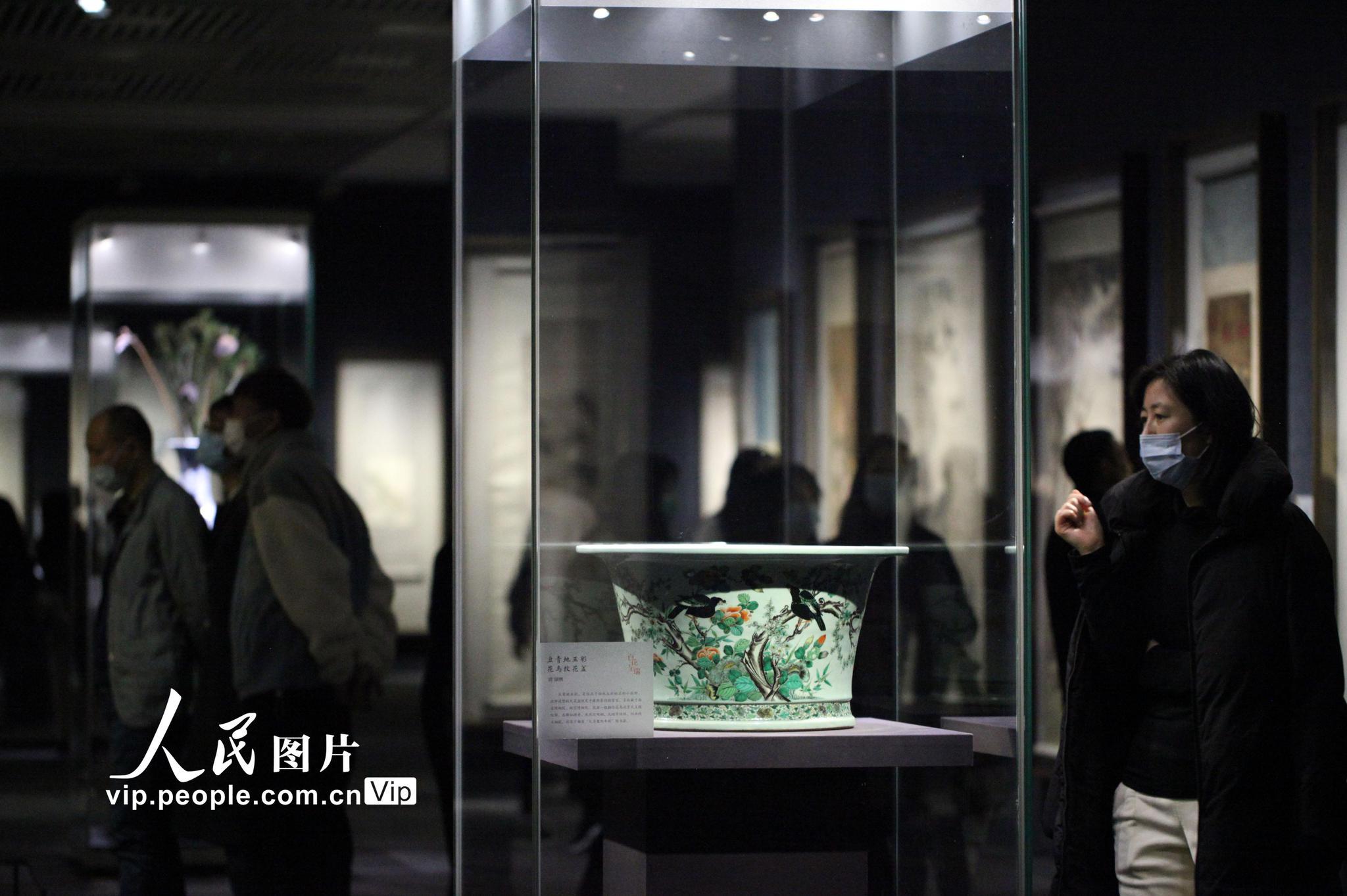 """南京博物院举办""""百花呈瑞""""迎春特展"""