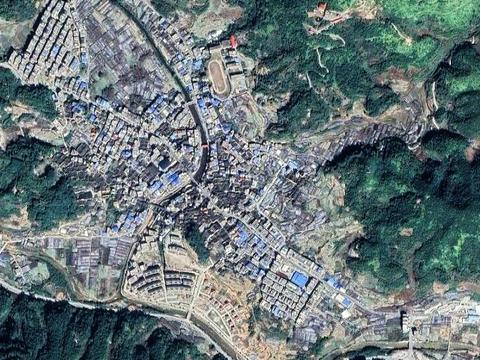 福建古田县一个大镇,和四个县交界,集镇建成区约4平方公里