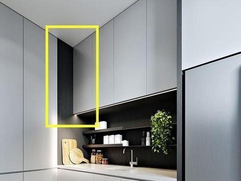 厨房里一个劲打柜子,这可不行,转角吊柜连着地柜,腾出个储物间
