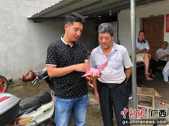 张小龙:脱贫攻坚战场葆军人本色