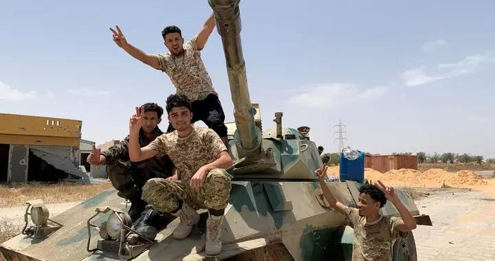 土耳其防长突访利比亚,宣布驻军延长18个月,哈夫塔尔面临危机