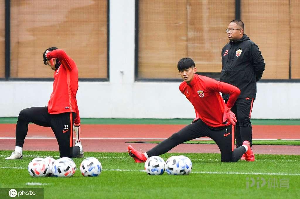 上港多名球员完成续约 颜骏凌王燊超悉数留队仅一人尚未续约