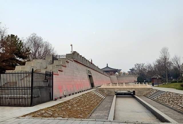 游西安唐城墙遗址公园,览唐诗博览园