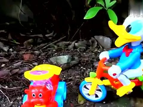 复仇者联盟帮助汽车和玩具赶走鳄鱼,婴幼儿宝宝早教益智游戏视频