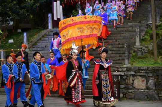 """寒假春节组团去芙蓉镇·红石林度假区,玩转""""花开土家年"""""""