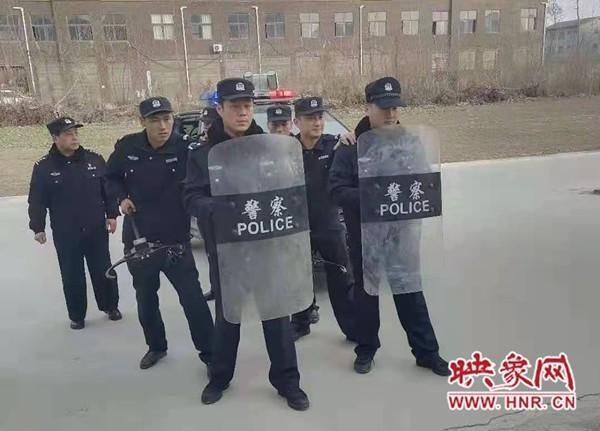 郸城县公安局特巡警大队开展个人极端事件应急处置演练