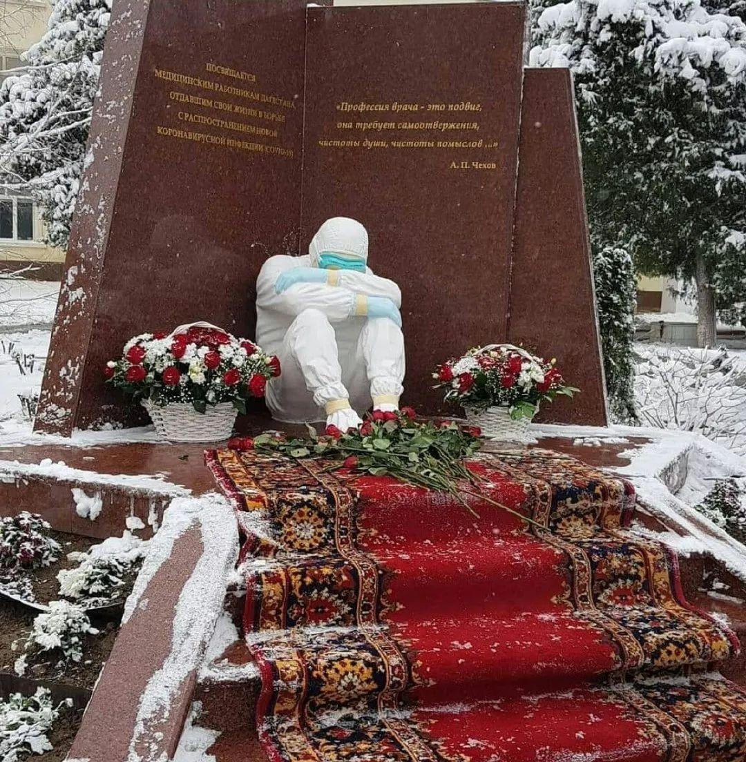 向抗疫英雄致敬!中俄这两座雕塑令千万网友泪目图片