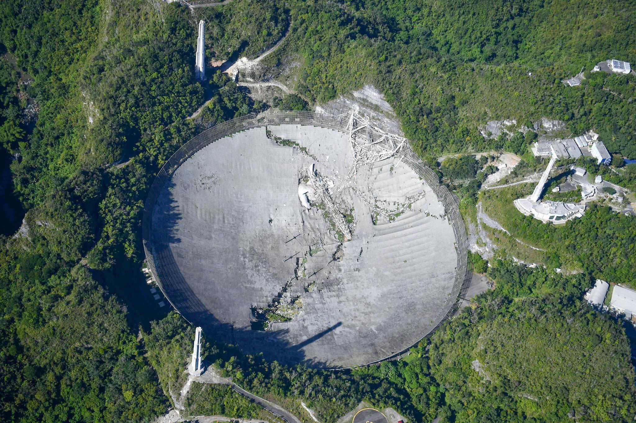 """美国阿雷西博望远镜塌了,世界只剩中国FAST一只""""天眼"""""""