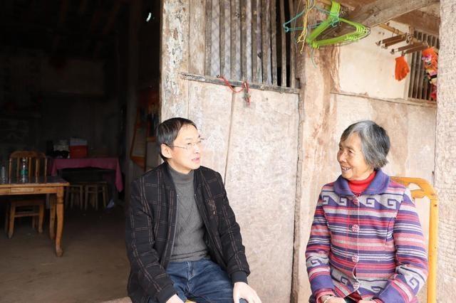 遂宁高新区会龙镇六合村第一书记邓晓荣:用行动温暖群众的心