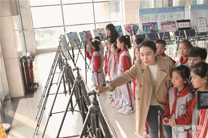 """滨城区举办""""童笔绘廉洁""""作品展  35幅优秀作品在创业大厦展出"""