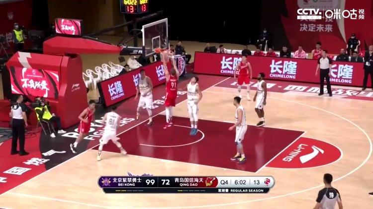 CBA战报:亚当斯手感冰凉 青岛男篮92-105不敌北控