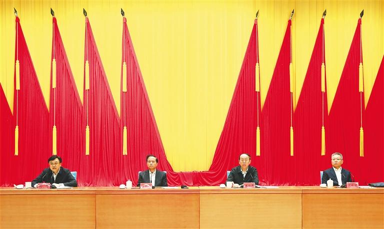 全省领导干部会议宣布中央决定