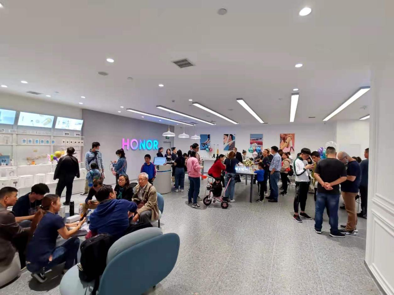新荣耀独立后加速线下扩张,全国各大城市新门店陆续开业