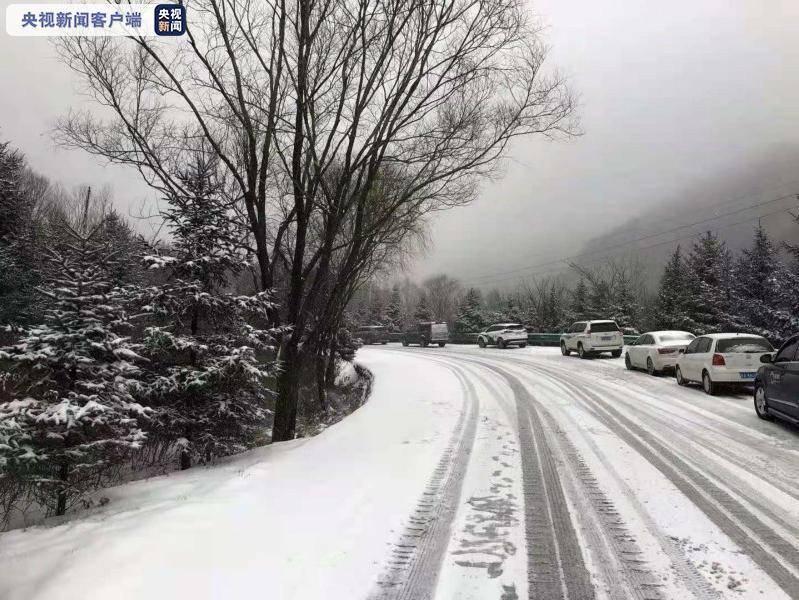 道路降雪结冰 G210国道秦岭段继续实行交通管制