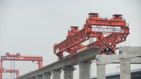 中国高铁全产业链走出国门,背后的机遇、风险有哪些