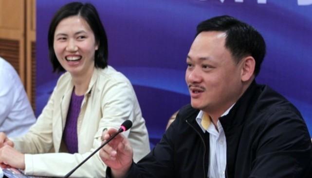 占旭刚44岁任高校校长和教授,推荐孙杨到学校任职,周苏红已离任