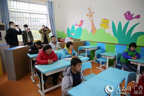 """广西福彩""""福彩情·惠民生""""活动走进河池市的公益福利项目"""