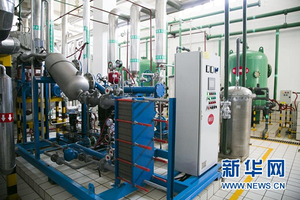 """在宁夏伊利乳业有限责任公司,""""煤改气""""后的锅炉房内干净整洁。"""