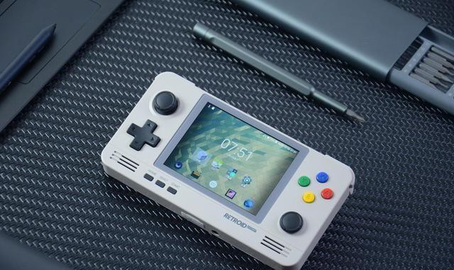 """国产""""双系统""""掌机评测:3.5英寸IPS屏,支持模拟PSP游戏"""