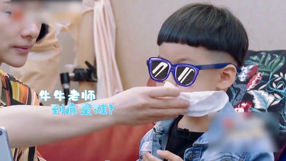 张绍刚儿子给王弢儿子上课,这英语比我的都好啊,实在是厉害啊!