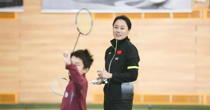 《一堂体育课》携手奥运冠军赵芸蕾走入北京育翔小学回龙观学校