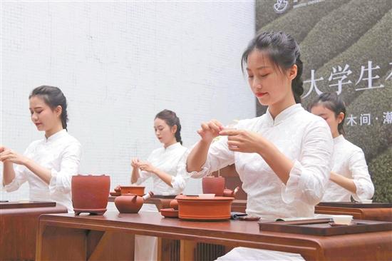 汕头大学淑德书院举行潮人食茶生活艺术展 开艺术展公益助农