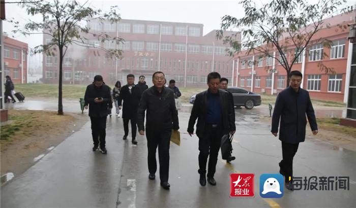 菏泽市民办学校办学条件核查组到郓城县江河外国语学校检查指导工作