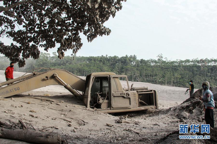 印尼东爪哇塞梅鲁火山喷发【图】