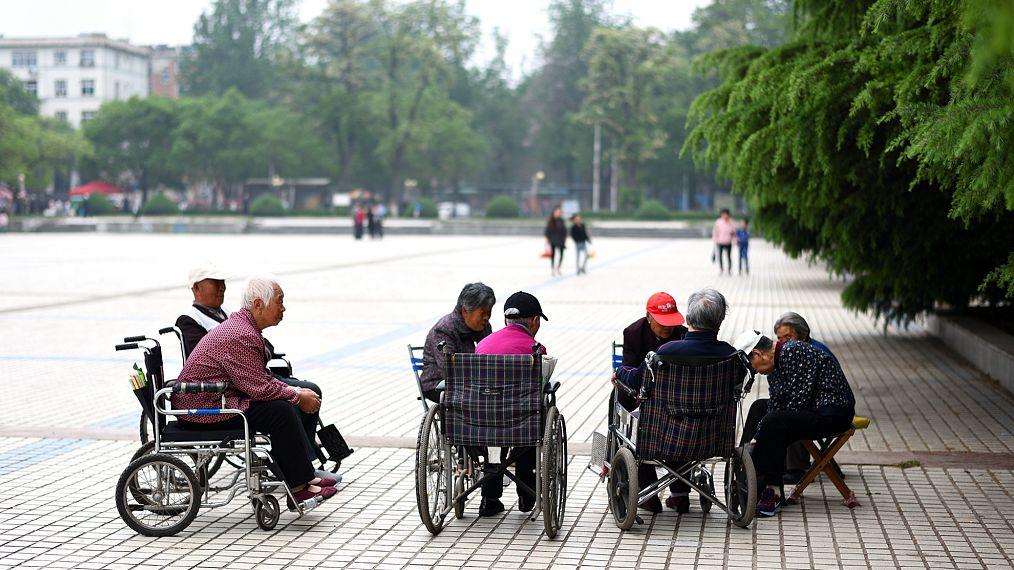 物业发展养老服务,利于解决社区养老难题