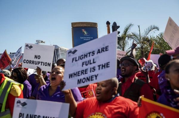南非航空遭疫情重创 大量待业职工机场抗议示威