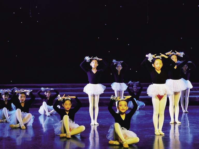 关爱自闭症儿童公益活动亮相省歌剧院