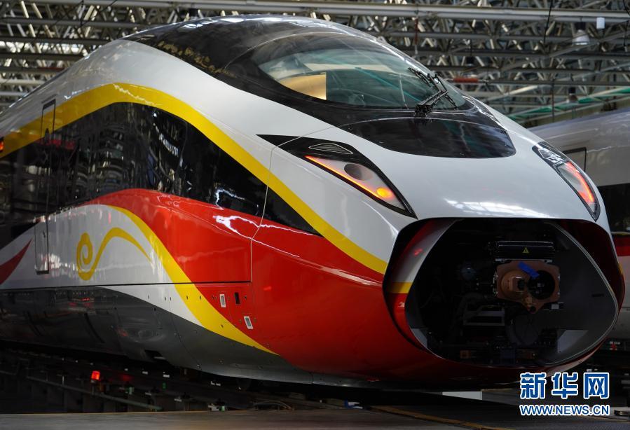 走进中车唐山时速400公里跨国互联互通高速动车组【图】