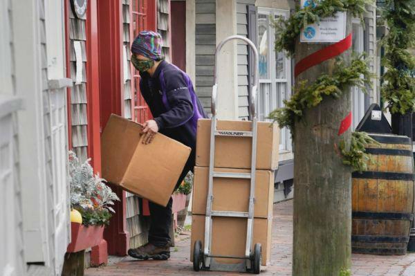 美媒:圣诞季30亿件包裹考验美国物流业