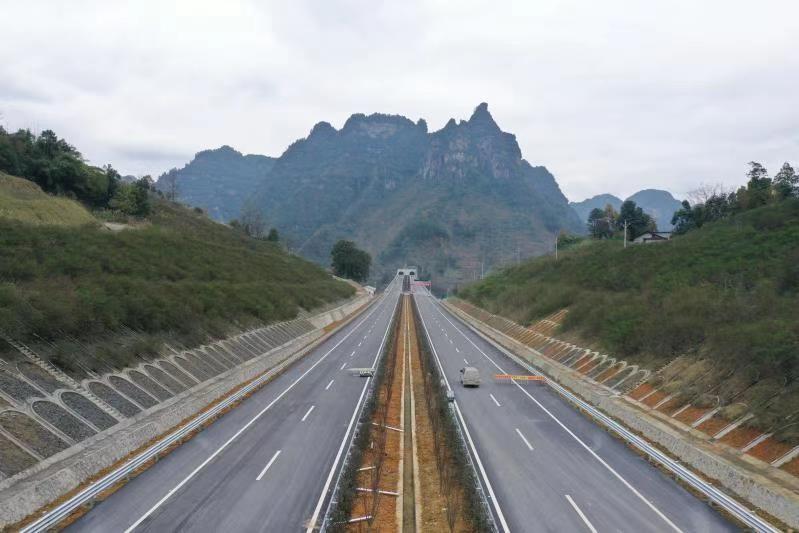 石黔高速60公里先行段,年底将通车图片