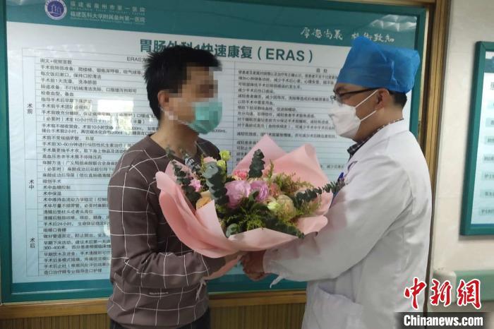 福建泉州一酒店坍塌事故后续:首批10名轻伤者出院图片
